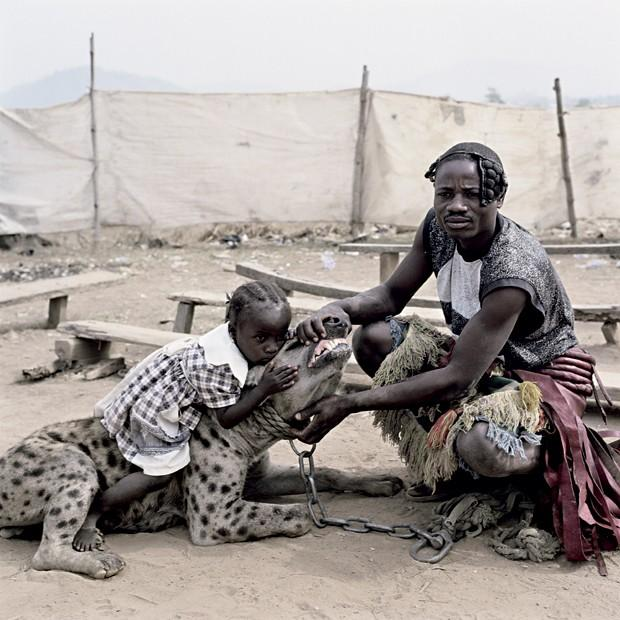 pieter-hugo-the-hyena-and-other-men-girl-with-hyena-mummy-ahmadu-and-mallam-mantari-lamal-with-mainasara-abuja-nigeria-2005