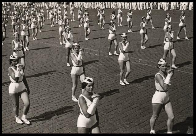 Sports-parade-by-Alexander-Rodchenko