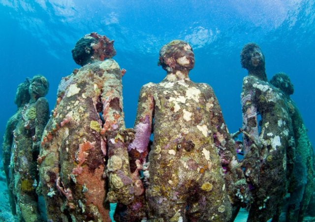 04-overview-ring-of-children-grenada-jason-decaires-taylor-sculpture