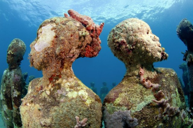 45-overview-ring-of-children-grenada-jason-decaires-taylor-sculpture