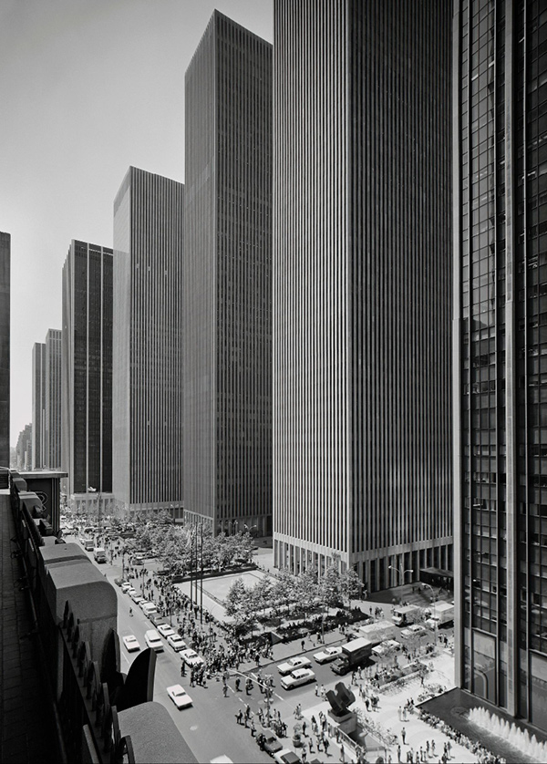 6th avenue by Ezra Stoller